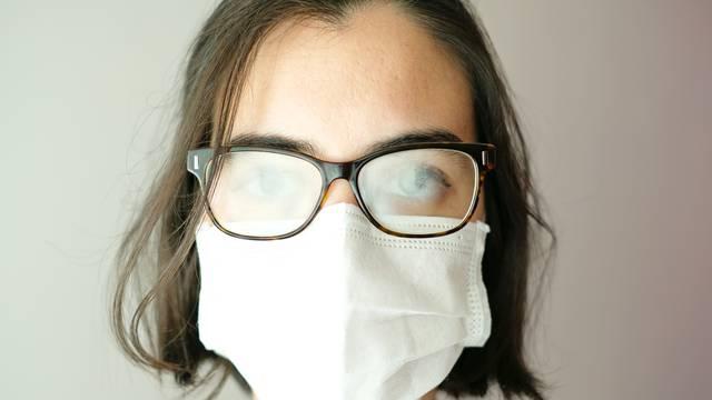Magle vam se naočale zbog maske? Jedno rješenje - pomaže