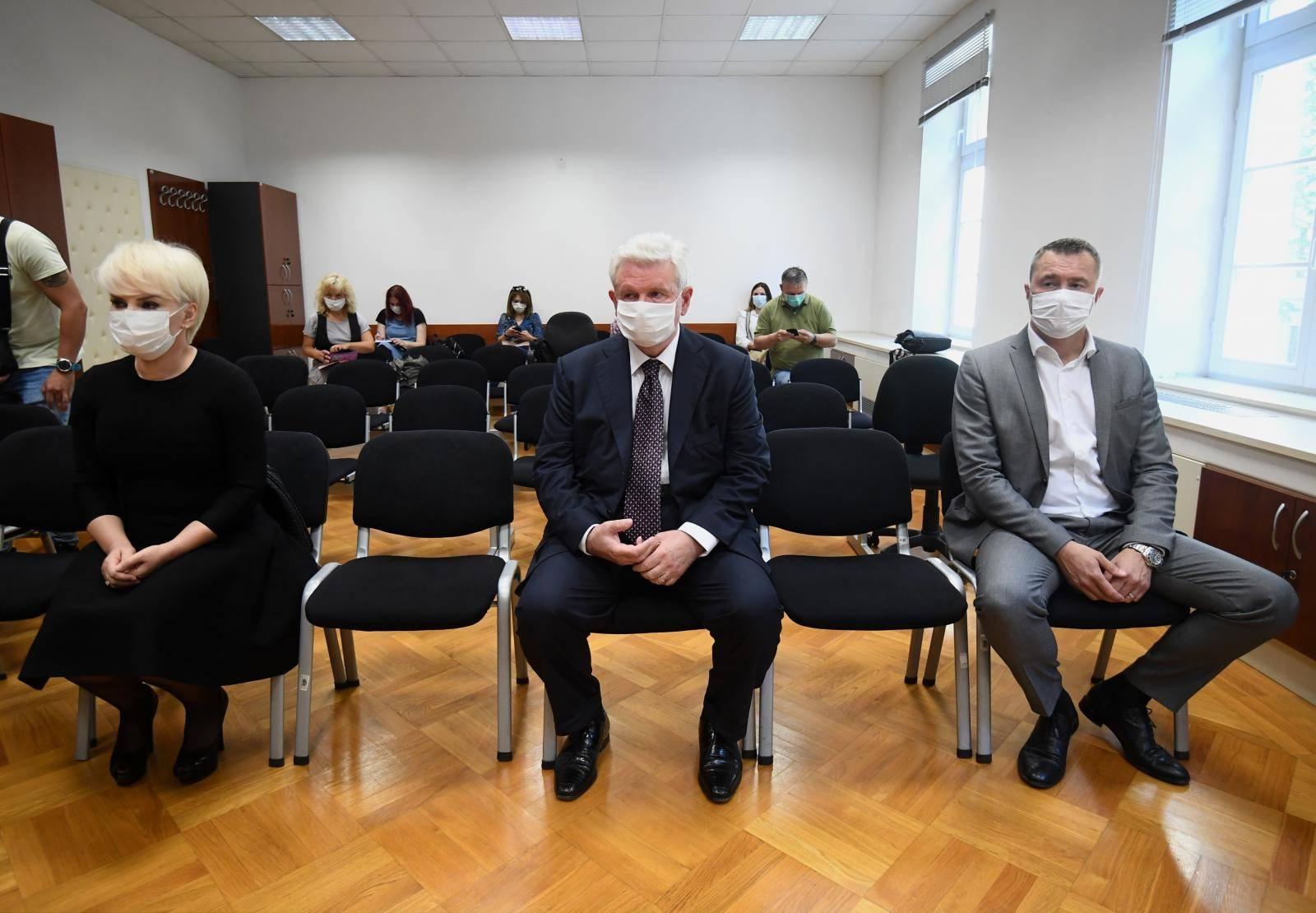 Zagreb: Ivica Todorić i drugi optuženi na suđenju uz obavezne zaštitne maske preko lica