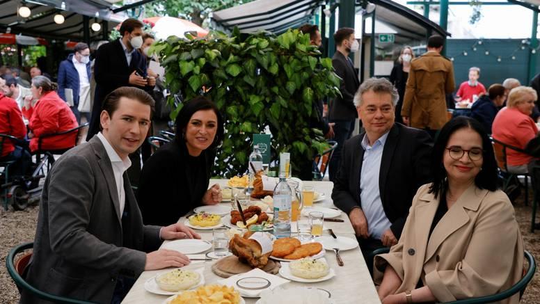 Kurzu prisjeo ručak: Popustili mjere u Austriji pa ga dočekali prosvjedi i povici 'Morate otići'