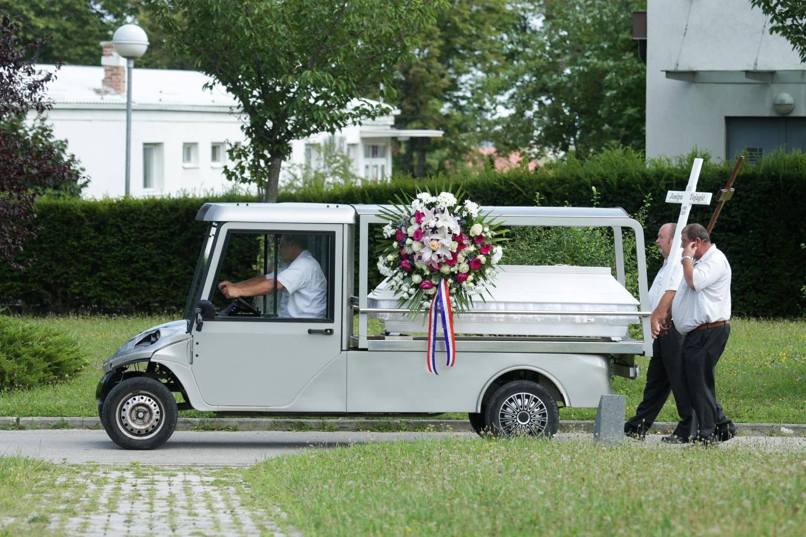 Zagreb: Sprovod obitelji Tojagić koju je ubio Igor Nađ