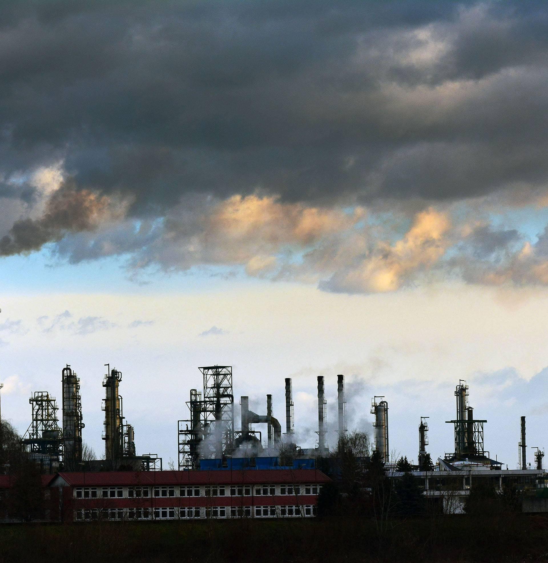 Grad bez zraka: Zbog rafinerije koja ih truje blokirat će granicu