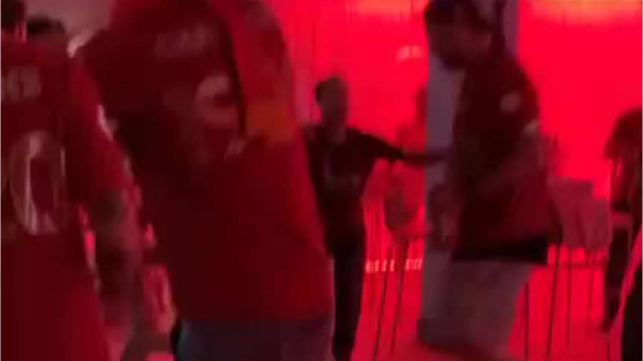 Moves like Jürgen: Rasplesani Klopp na proslavi titule prvaka pokazao da je party-animal...