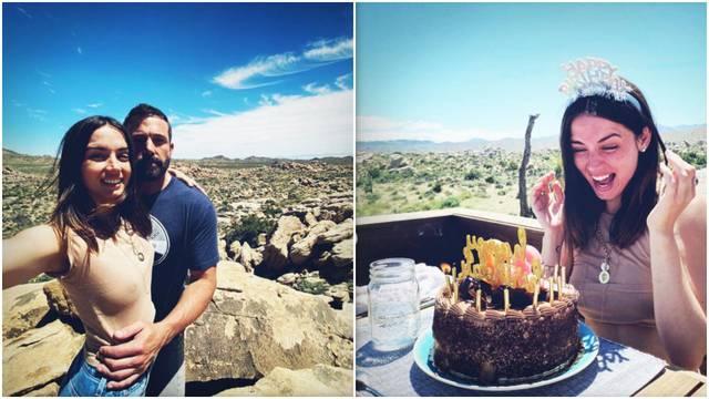 Affleck se trudi: Novoj  djevojci rođendan organizirao u pustinji