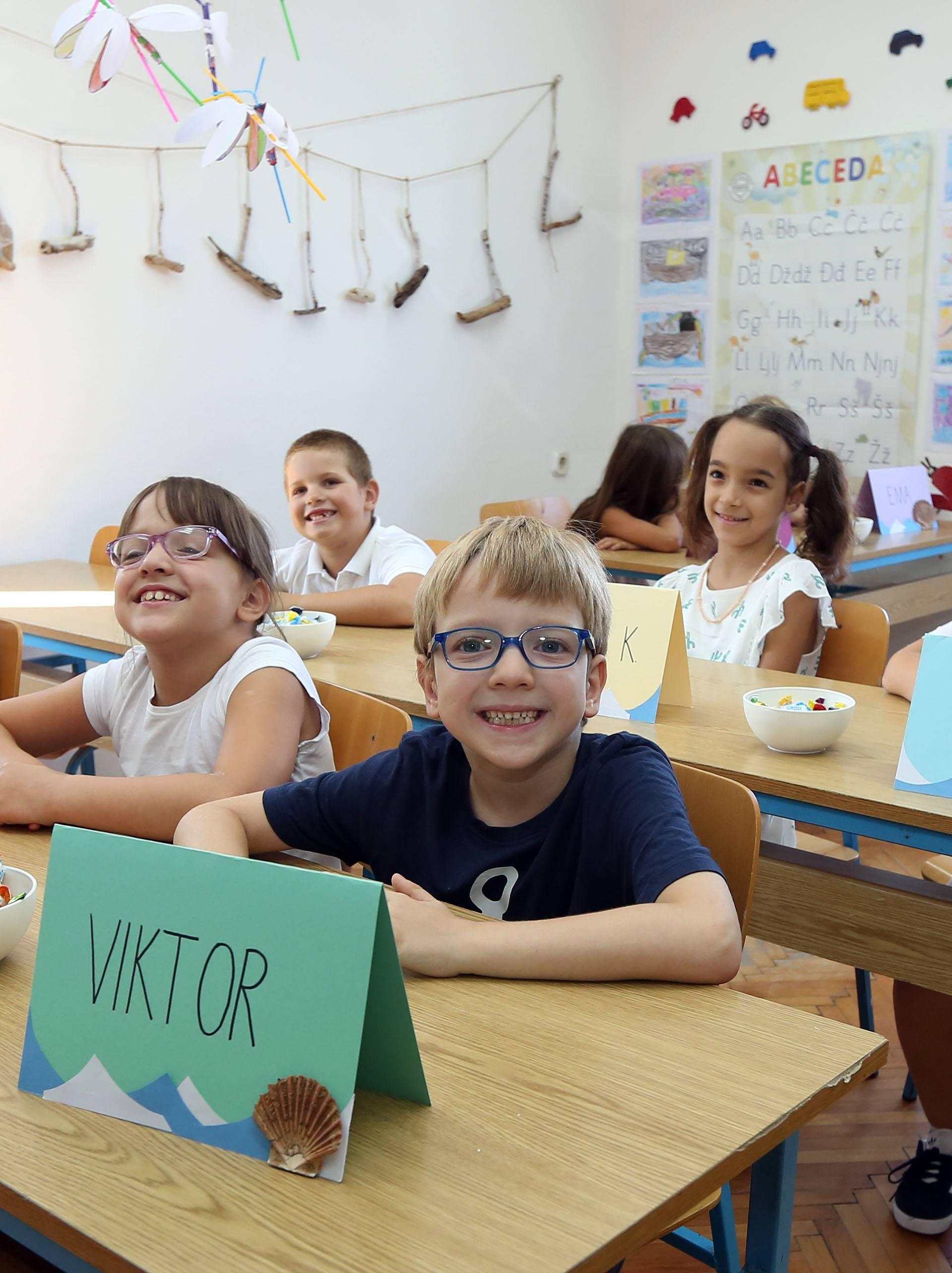 Ema više nije sama: U školu na Zlarinu krenulo sedam prvašića