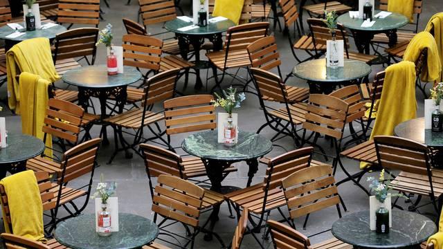 Zbog pandemije ljudi sve više zaobilaze restorane, ali zato više naručuju hranu online