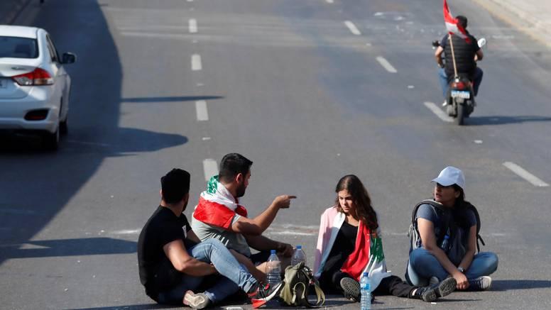 Prosvjednici blokirali ceste u Bejrutu i ostatku Libanona...