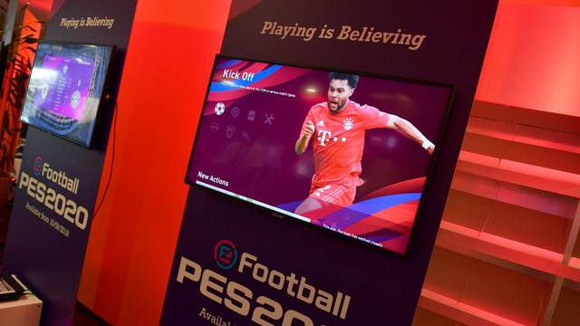 FC Bayern Munich - Presentation of the new Platinum Partner KONAMI.