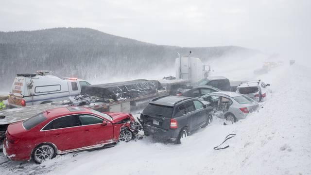 Božićno čudo: 21 auto se zabio jedan u drugi - svi su preživjeli