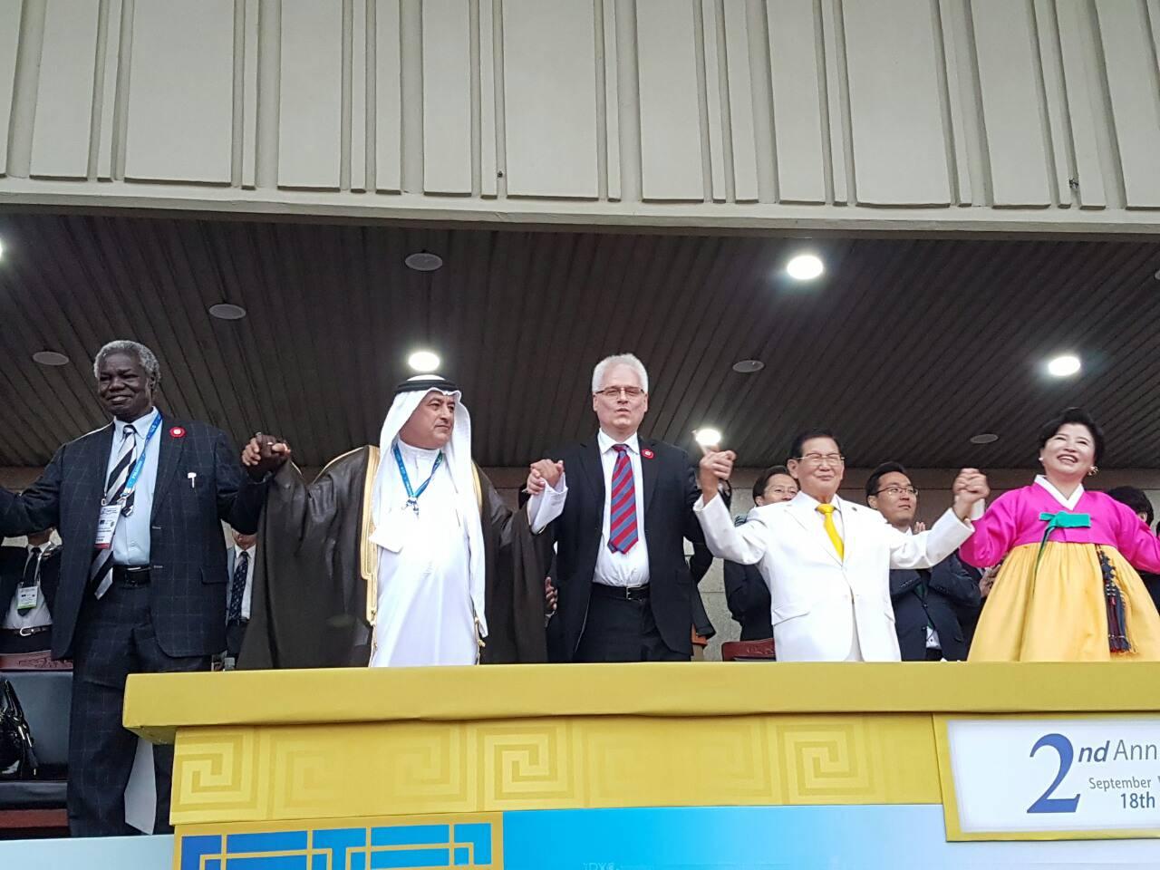 Josipović kao Tito: Na sletu u Seulu mu klicao cijeli stadion