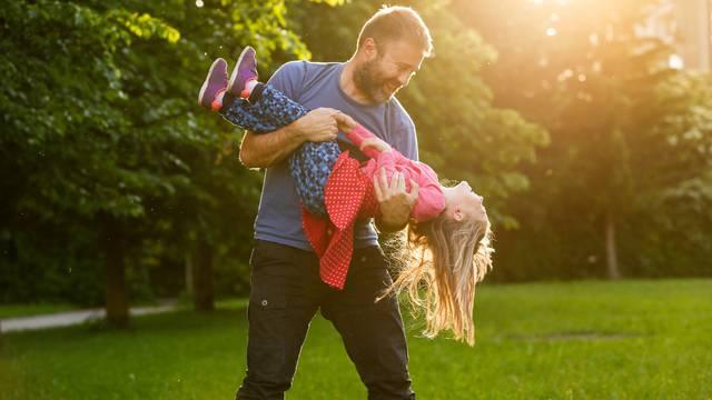 Je li svaki otac tata i kakva je to veza između očeva i kćeri?