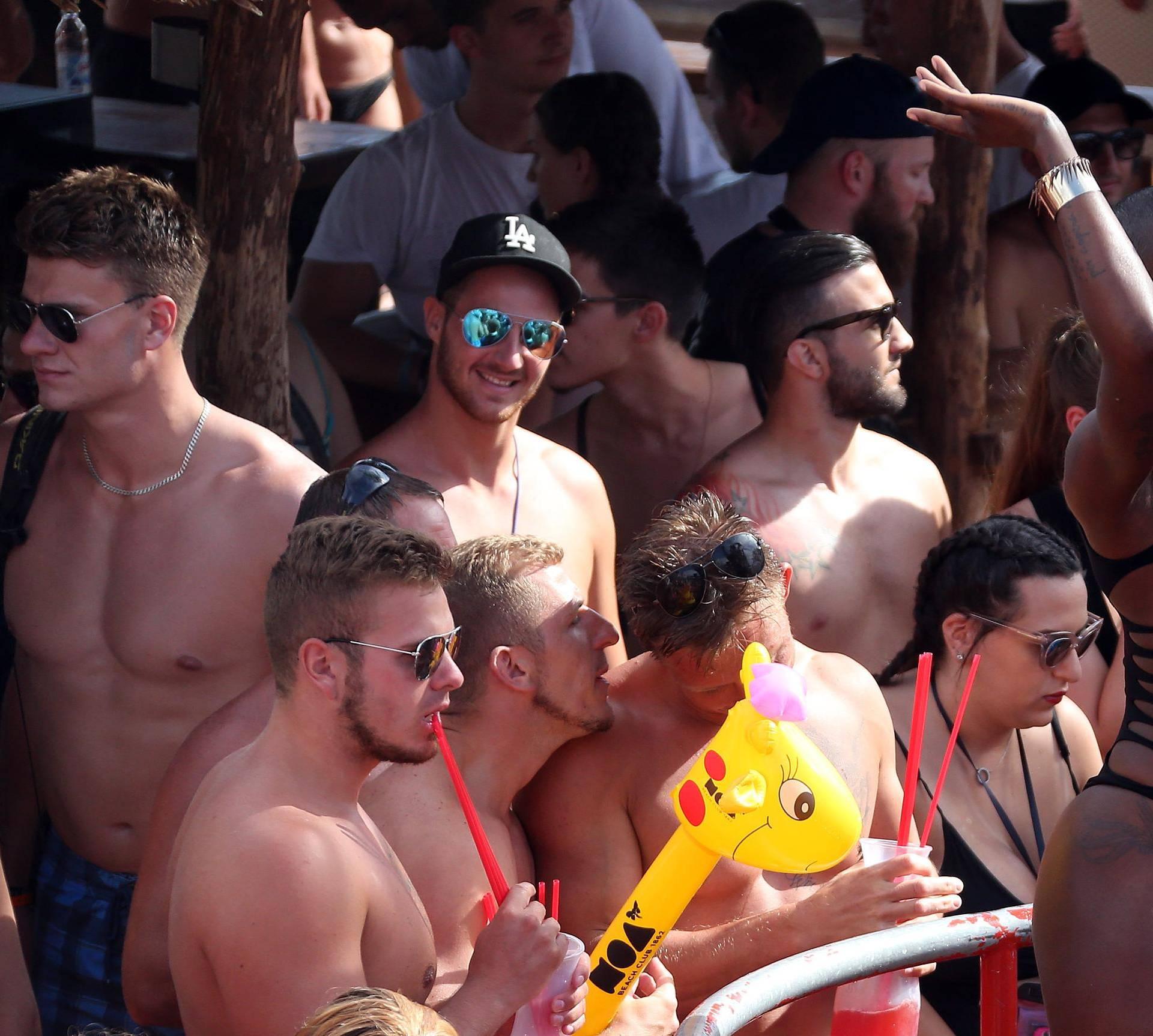 Počinje serija o razuzdanim Britancima na hrvatskoj obali