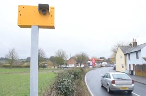 Vozače obuzdala 'kamerom' od žutih dasaka i prazne limenke