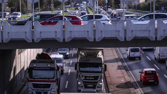 Cestovni prijevoznici prosvjeduju; od jutra usporena vožnja kroz Zagreb