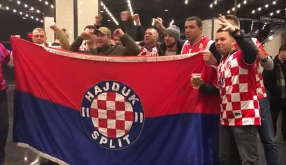 Boston u 'kockicama': Navijači stigli i sa zastavama Hajduka...