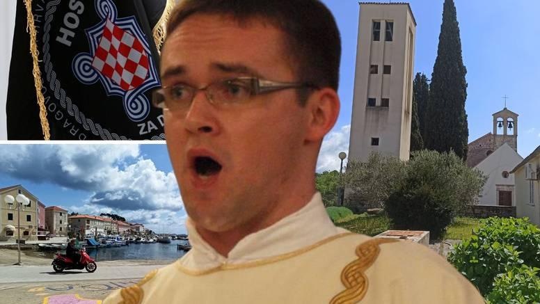 Kontroverzni don Tomislav je ponovno izvjesio zastavu HOS-a, župni dvor su gađali jajima?!