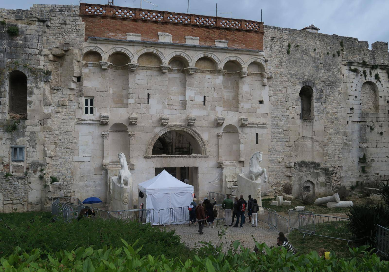 Split: Zlatna vrata Dioklecijanove palače zbog snimanja zatvorena za prolaz