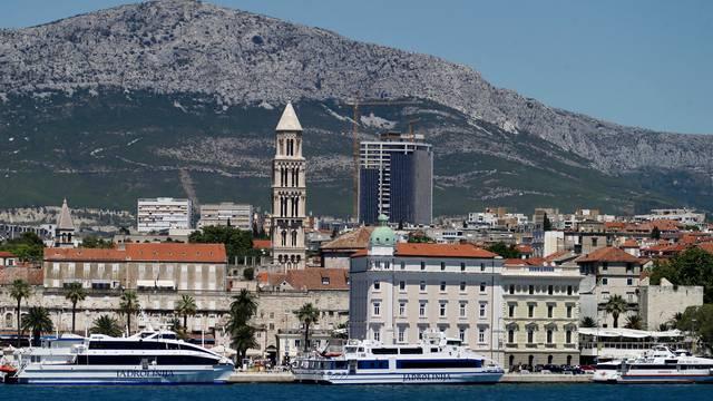 Pogled na splitsku katedralu i buduću najvišu zgradu u Hrvatskoj