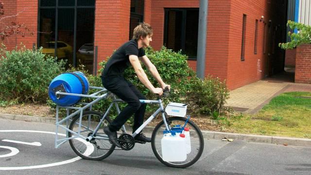 Nije mu se dalo prati rublje, pa sad bicikl to radi umjesto njega