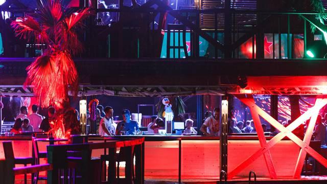 Novalja: Noćni klubovi na Zrću pridržavaju  se novih mjera Stožera civilne zaštite o radu do ponoći