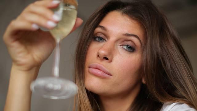 'Da nisam prestala piti, danas ne bi bila u braku i imala dijete'