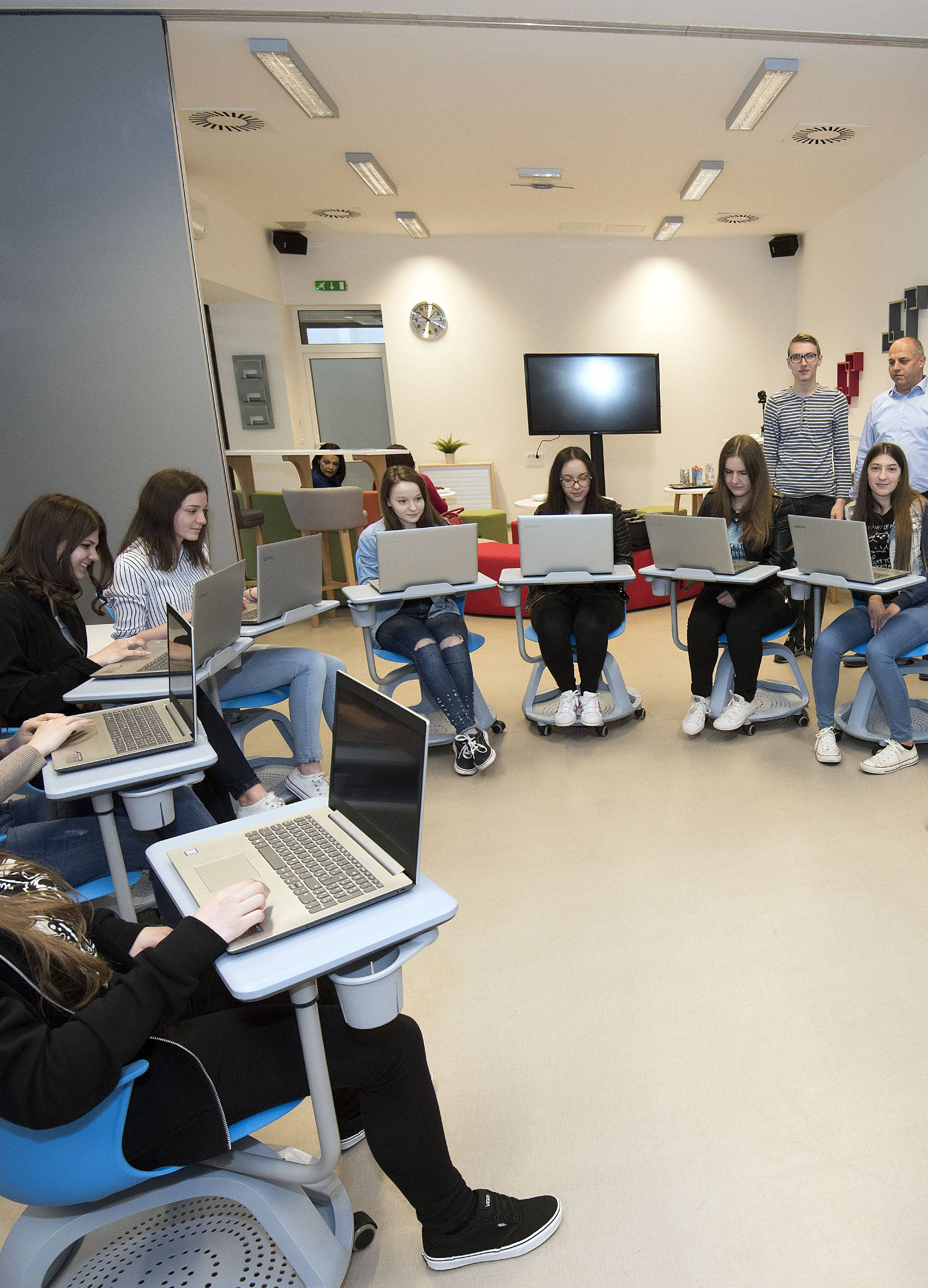 Učionica budućnosti u Ivancu: Uče uz 3D printer, VR i robote