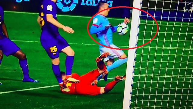 Barcu teško oštetio sudac kod Celte: Aspas je zabio - rukom!