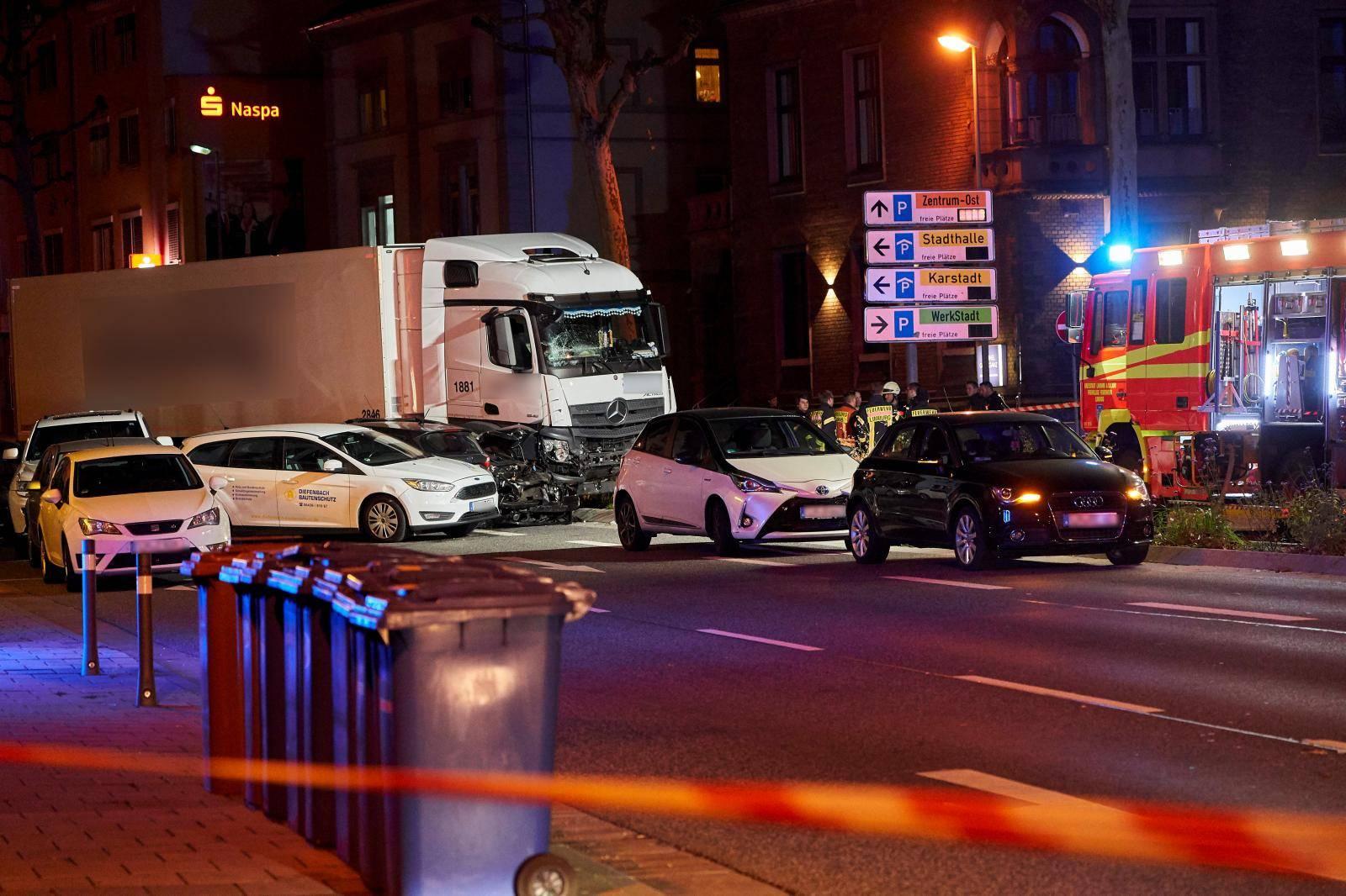 Truck hits vehicles - A seriously injured man