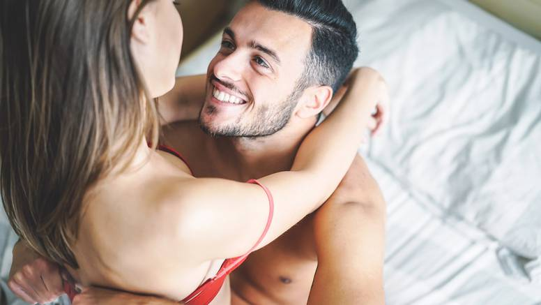 Vruće igrice u krevetu kad ona želi biti gore i imati kontrolu: Klitoralna stijena, ples u krilu...