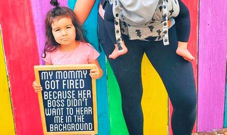 Blogerica: Šefu je smetalo što čuje moju djecu dok smo radili od doma, pa sam dobila otkaz