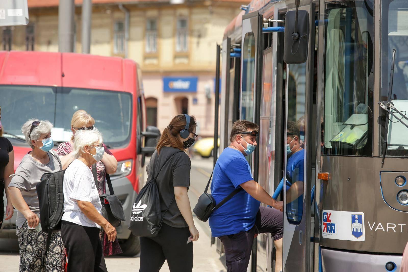 Osijek: Obavezno nošenje zaštitnih maski u javnom prijevozu