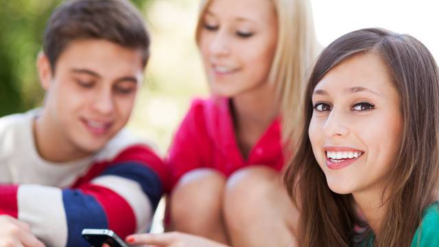 Imate tinejdžera doma? Naučite ove kratice i bolje komunicirajte