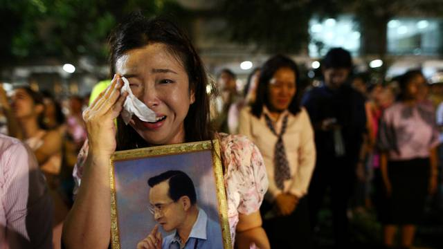 A woman weeps after an announcement that Thailand's King Bhumibol Adulyadej has died, at the Siriraj hospital in Bangkok