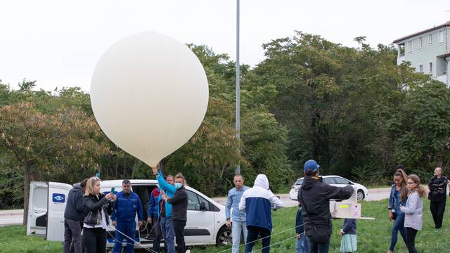 Pula, we have a problem: Traže sonde s porukama učenika koje su lansirali 20.000 metara u vis