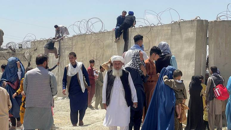 Prvi dan pod talibanima: Na televiziji nema sapunica, ide religijski program bez reklama