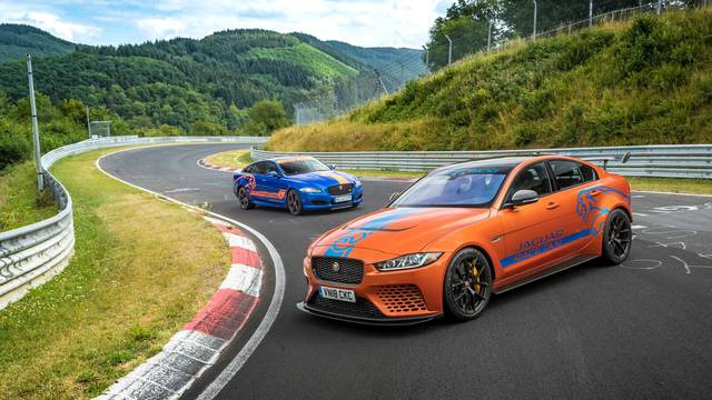 Jaguar nudi 'taksi vožnju' u limuzini XE SV Project 8