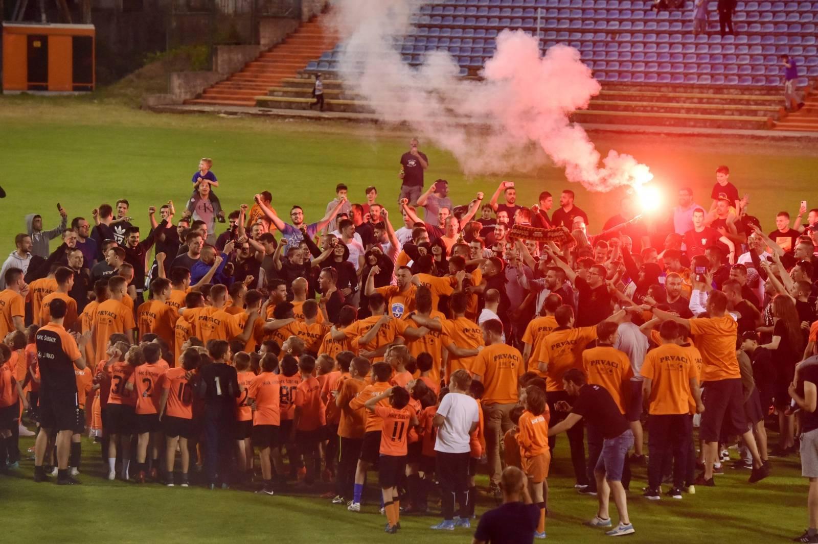 Nogometaši Šibenika s Funcutima proslavili ulazak u prvu ligu