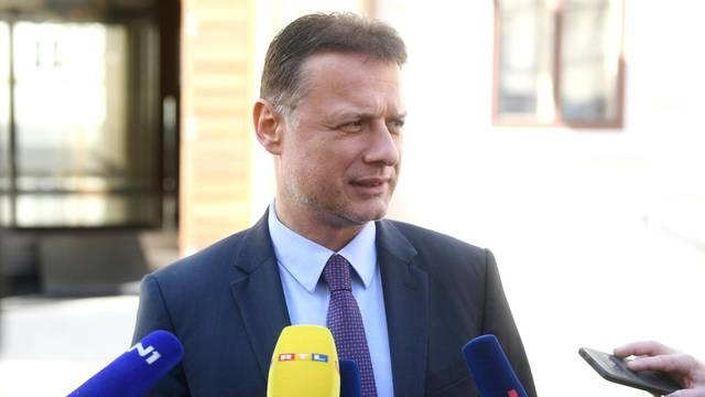 """Dok Vlada radi bez prestanka, Milanović napravi kaos i ode"""