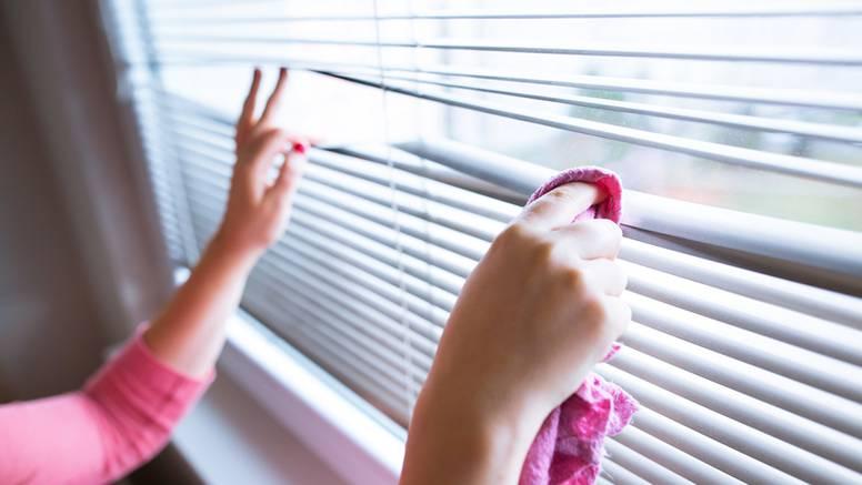 Evo kako ćete najlakše pobrisati prašinu sa nezgodnih mjesta u domu - može biti brzo i lako