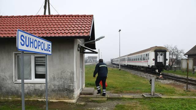 Suhopolje: Vozač mopeda pao pod vlak i poginuo