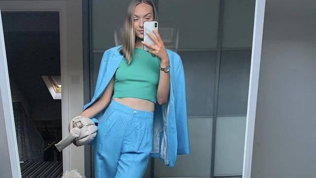 Plavo odijelo plus zelena majica