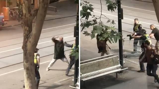 Pregazio pješaka, zapalio auto pa počeo nožem ubadati ljude