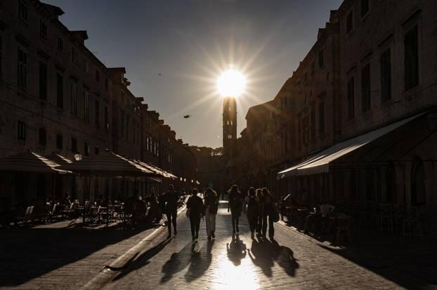 """Dubrovnik: Stradun """"okupan"""" kasnim popodnevnim suncem"""