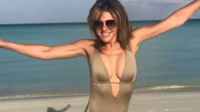 Seksi Liz skakutanjem po plaži proslavila 100 tisuća pratitelja