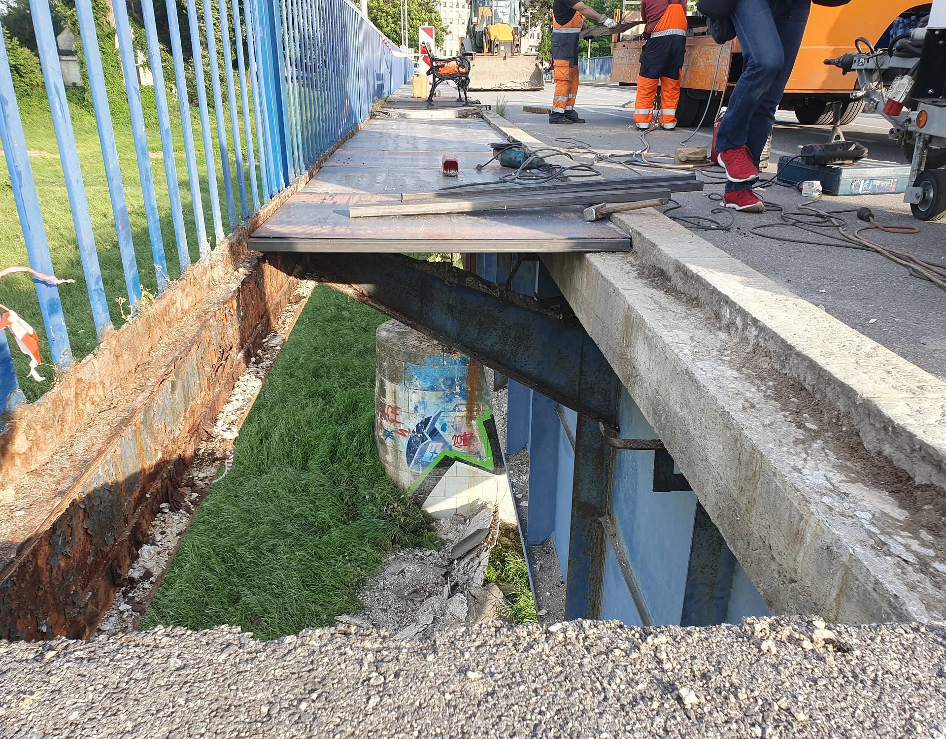 'Ništa od obnove, ovu rupu na mostu bumo tek malo pokrpali'