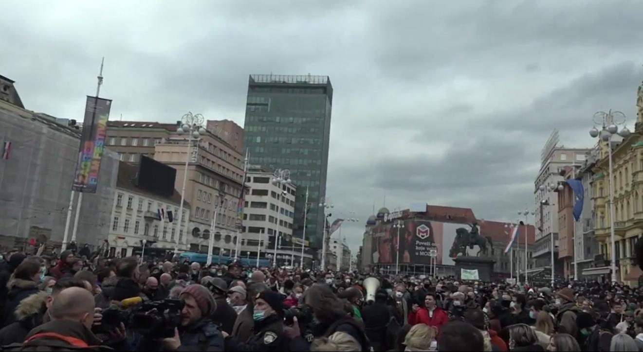 Kava za van s porukama, tisuće nezadovoljnih poduzetnika  i poruke premijeru Plenkoviću