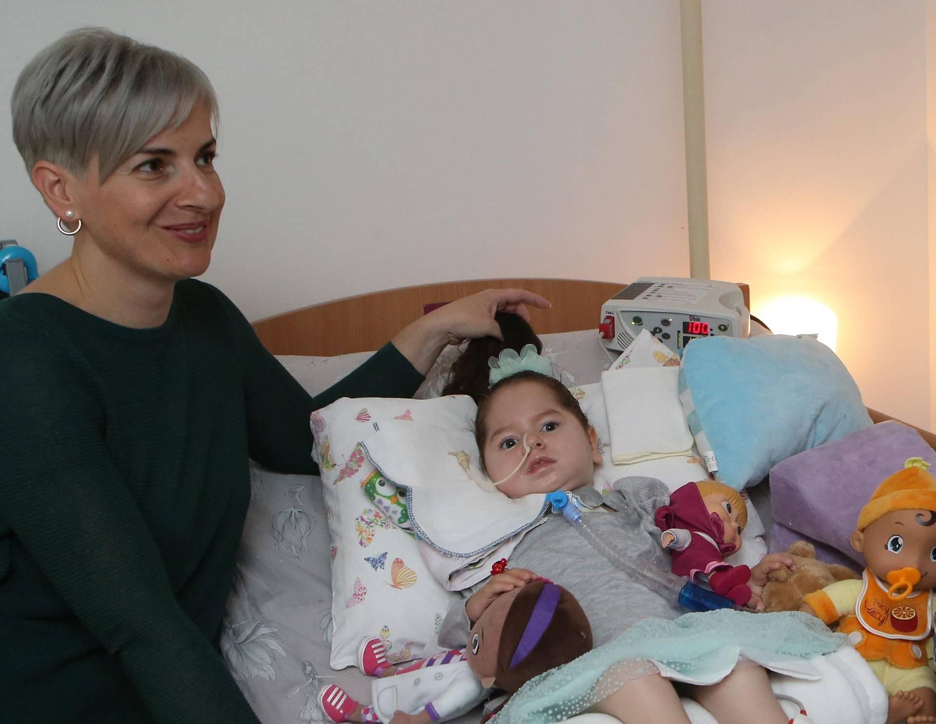 Mama curice na respiratoru: 'I moja kći hitno treba Spinrazu'
