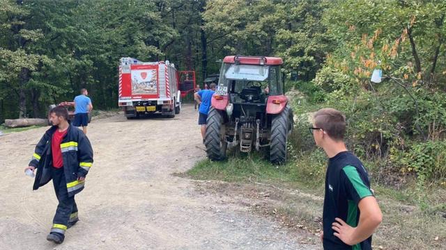 Sletjeli traktorom i poginuli: U šumi smrtno stradali otac i sin