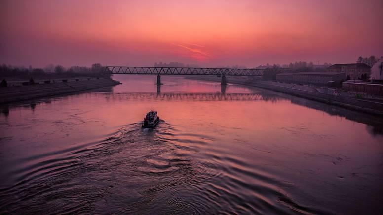 Predivno jutro u Osijeku: Nad Dravom magla i ružičasto nebo