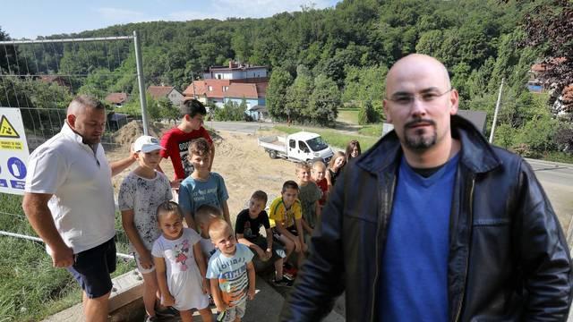 Plenkovićev savjetnik Josip Jelić pred izbore rekao da gradi igrališta, a građani će dobiti  zid