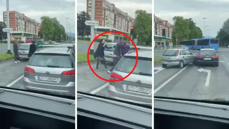 Makljaža nasred ceste: Udarali se šakama, naganjali autima...